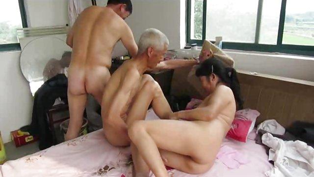 Сперма на груди видео бесплатно азиатская вьетнамская женщина ню